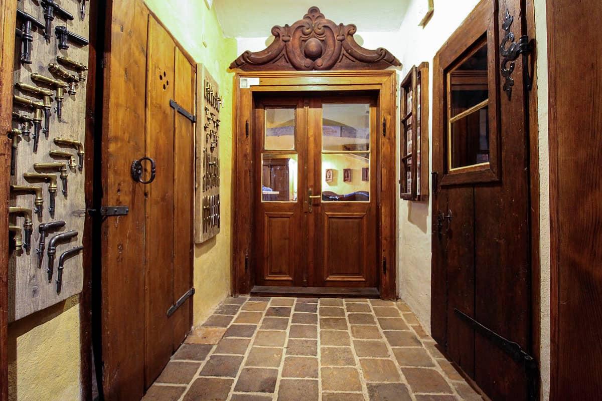 Ubytování a muzeum Český Krumlov - dolni světnice chodba