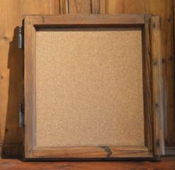 Korková nástěnka - okno z 19. století