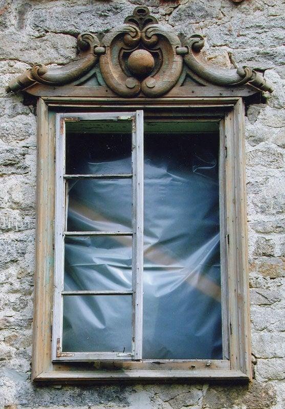 Suprafenestra okenniho otvoru Svatý Tomáš