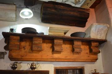 Suprafenestra okenního otvoru Svatý Tomáš