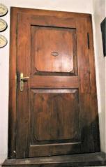 Výplňové dveře se dvěmi vykrojenými výplněmi, Červeny Dvůr, zámek, barokní období