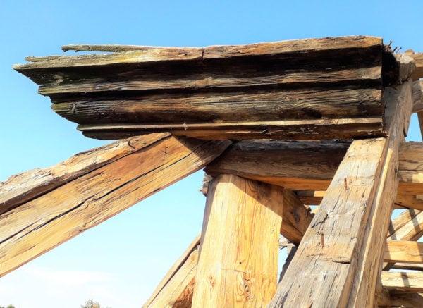 Detail římsy mansardové střechy zámek Poříčí, počátek 19. století