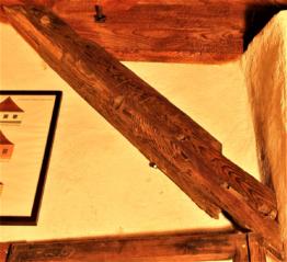 Vzpěra konstrukce schodistě,pasek barokního krovu Dluhoště