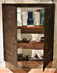 Skříňka z komínových dvířek, 19. století