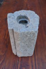 Váza ze skleněné vodovodní trubky v betonovém obalu Rejštejn, patrně poč. 20. století