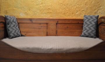 Skříňové dveře, zástěna postele