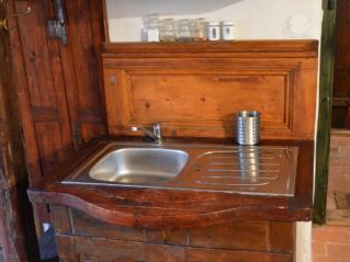 Kuchyňská linka s použitím dvou čel postelí