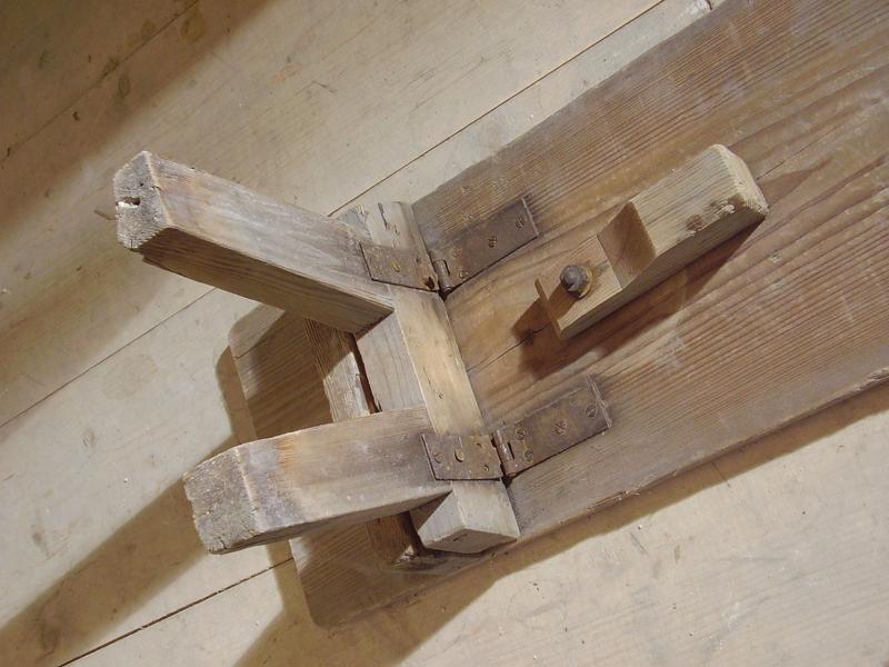 Skládací lavice, CK Bellarie, 19. století detail