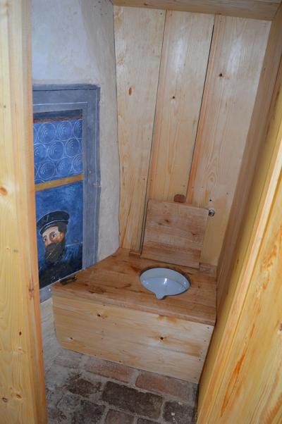 Suchý záchod interiér