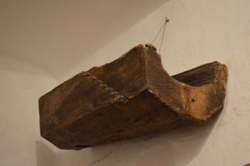 Torzo dřevěného koryta v úžlabí střechy, CK, Siroka ul. patrně barokní období