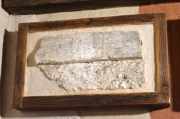 Omítka na přechodu hlazené a základní hrubé plochy, bývalá Pachnerova papírna, konec 18. století
