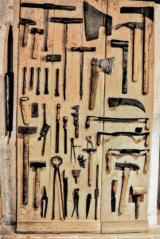 Řemeslné nástroje tesařů, kameníků, kovářů